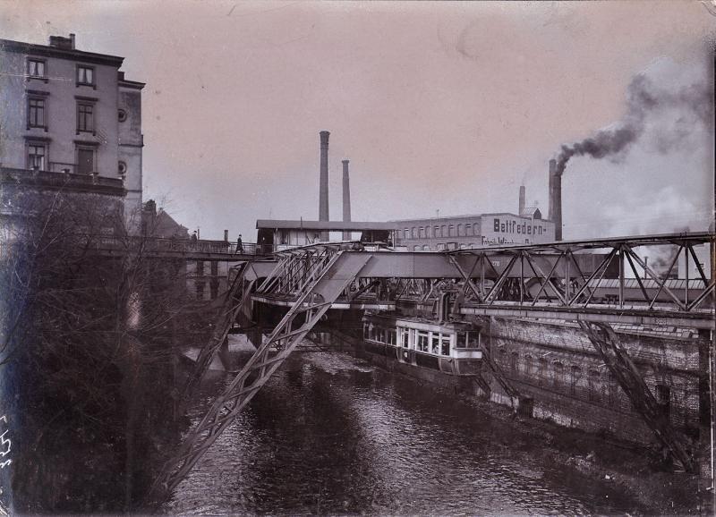 """Schwebebahnstation """"Kluse"""" in Wuppertal, um 1910"""