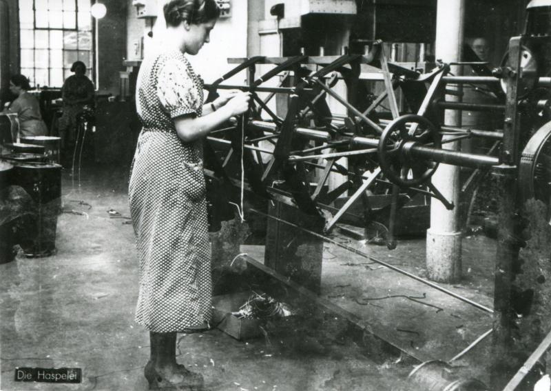 In der Haspelstube der Firma Barthels-Feldhoff in Wuppertal, ohne Datum